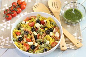 Receta fácil de ensalada de pasta con pesto