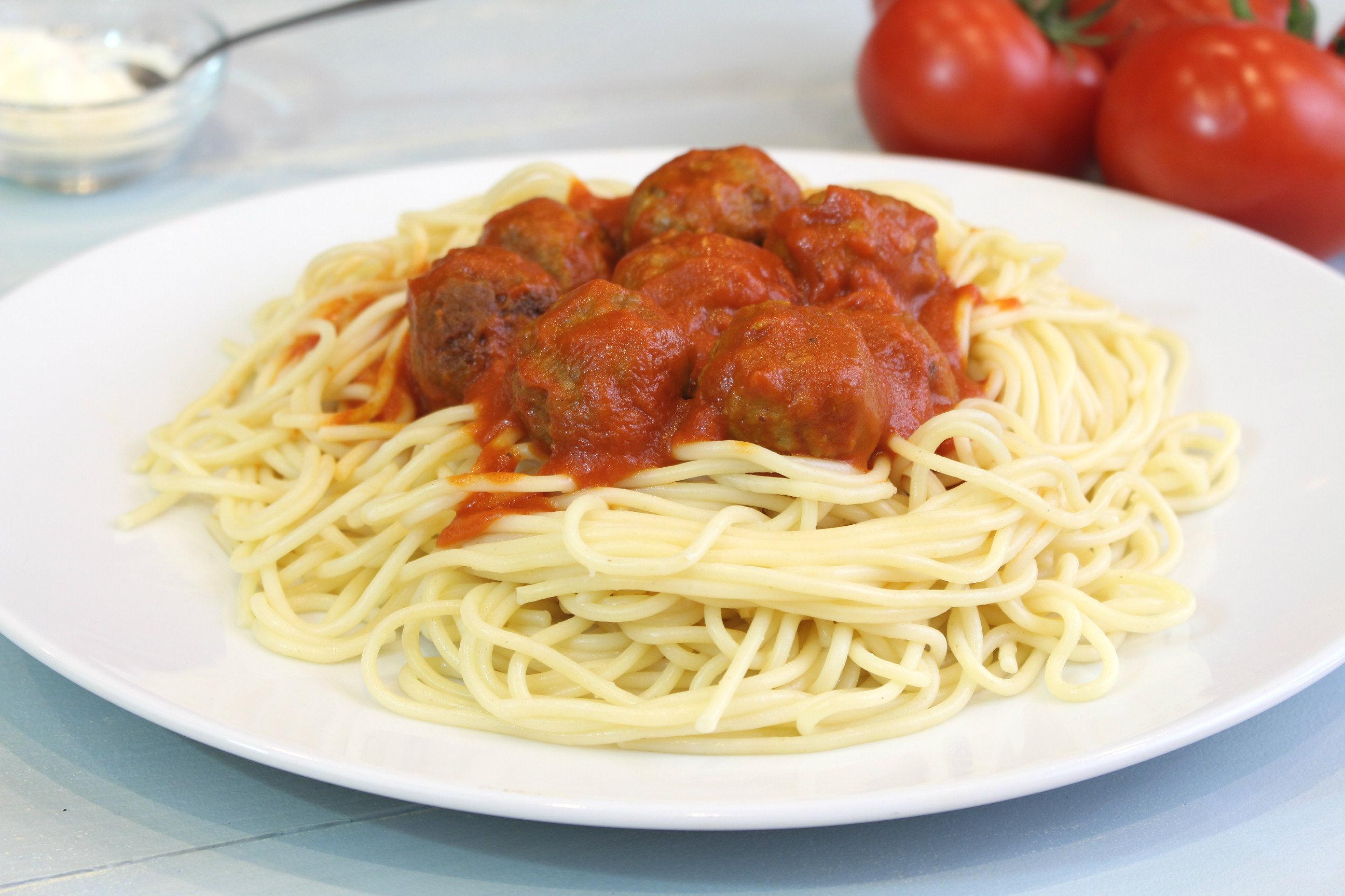 Receta de espaguetis con albóndigas