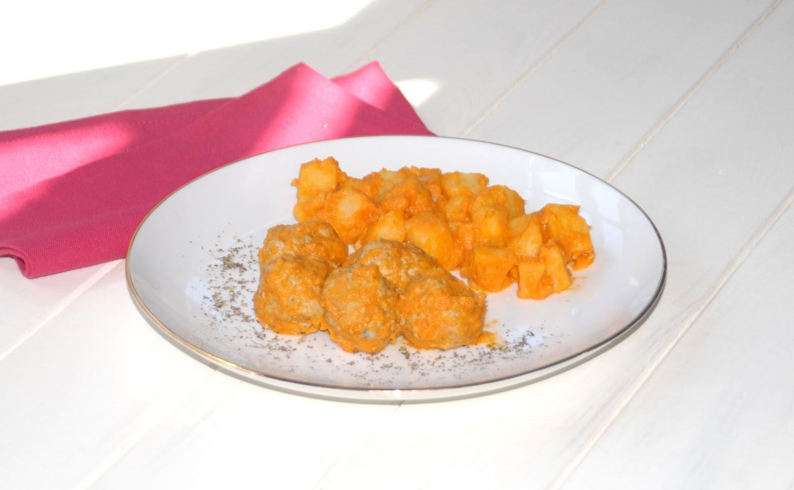 Receta de albóndigas al vapor con salsa de verduras y patatas en Thermomix