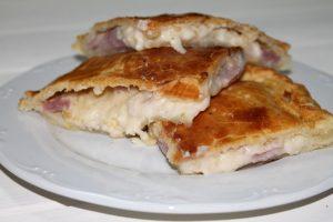 Receta de empanada jugosa de jamón y queso