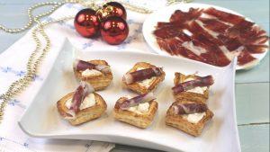Receta de volovanes rellenos de crema de queso y dátiles con jamón ibérico de bellota