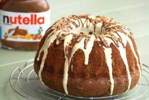 Receta de bizcocho de Nutella con cobertura de chocolate blanco
