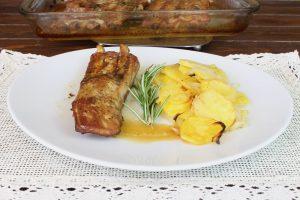 Receta de cosatillas de cerdo asadas al horno con patatas panadera