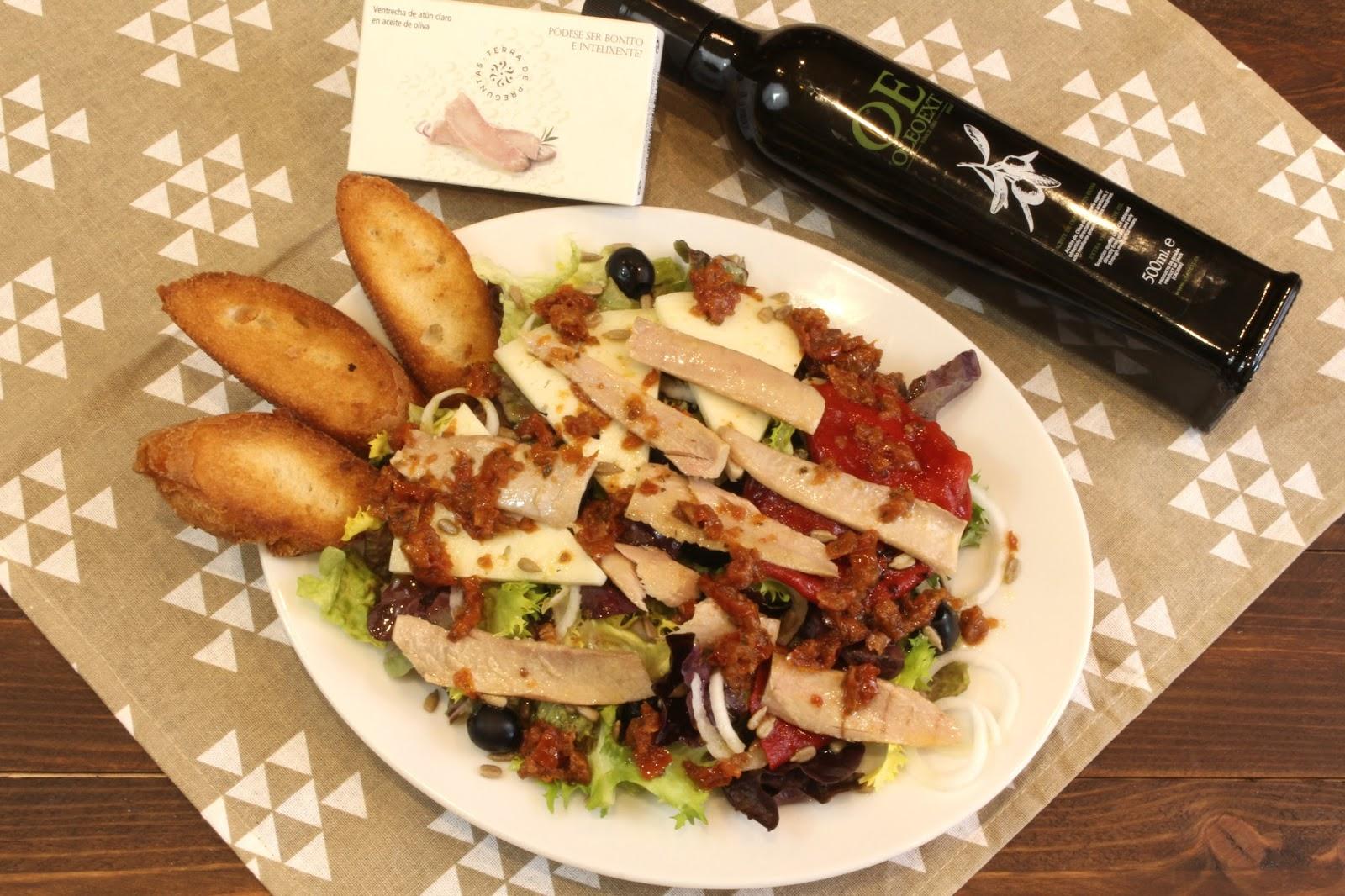 Receta de ensalada de ventresca de atún con vinagreta de tomates secos