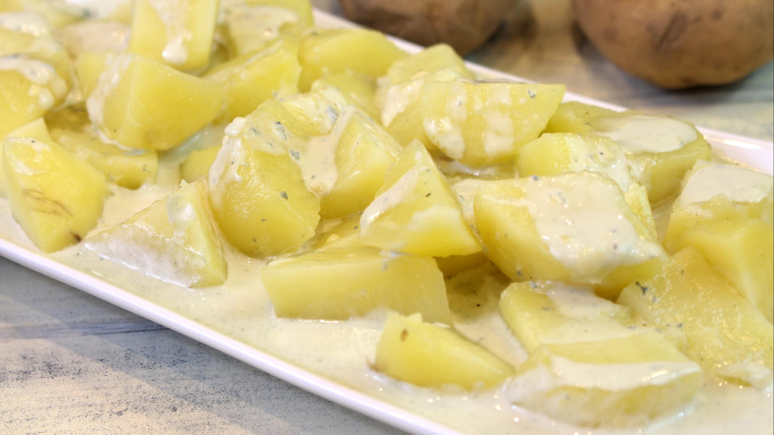 Receta de patatas con salsa de queso azul en Thermomix