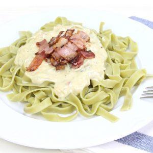 Receta de tagliatelle con salsa de queso azul y bacon