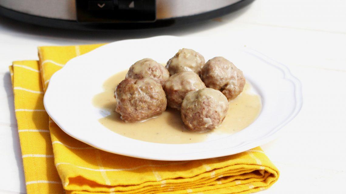 Receta de albóndigas en salsa de vino y cebolla con olla de cocción lenta