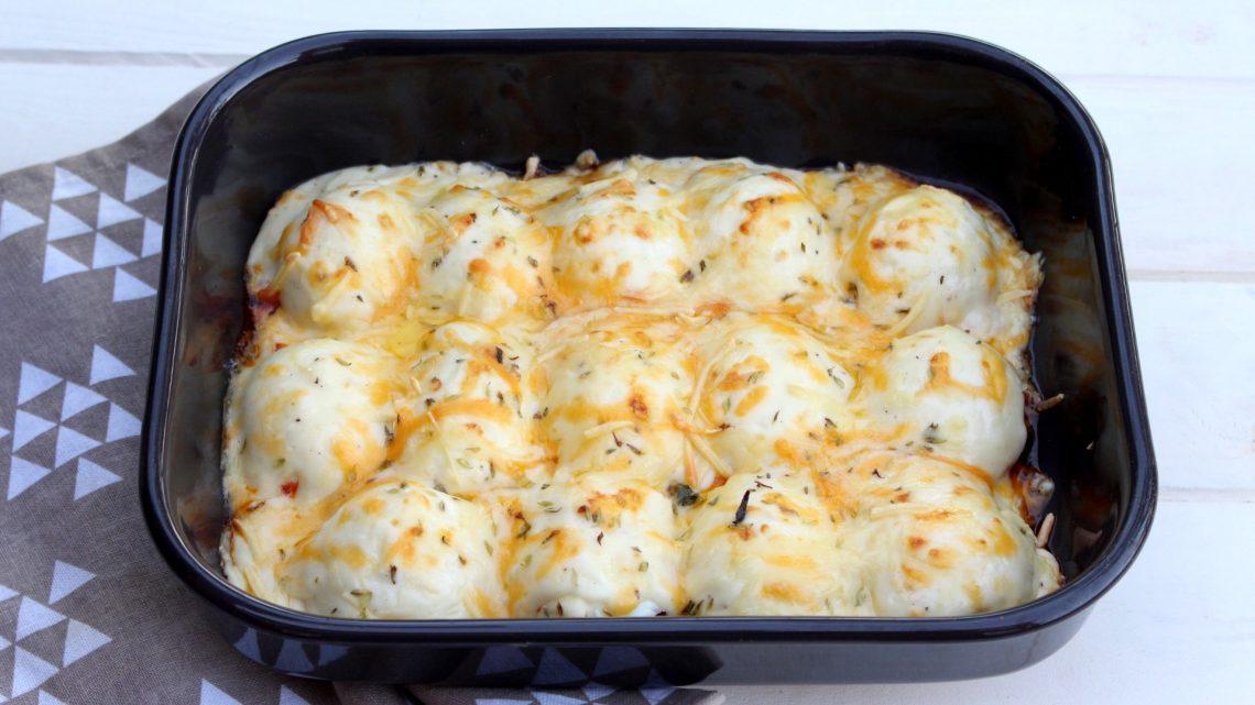 Huevos rellenos de carne gratinados al horno