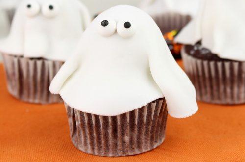 Receta de cupcakes fantasma con Mambo para Halloween