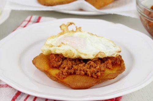 Receta de tortos con picadillo y huevo en Mambo