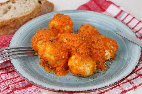 Receta de albóndigas de pollo con salsa de tomate en Mambo